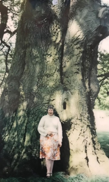 VickyKnightshayes1980